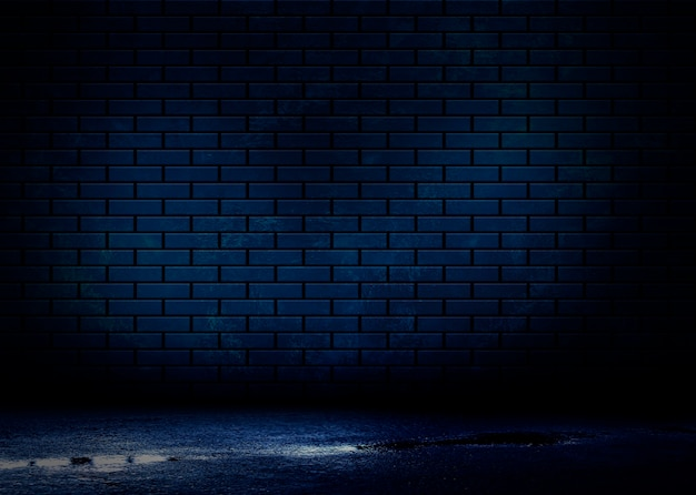 Nacht uitzicht op een donkere straat, abstracte projectie op een lege muur.