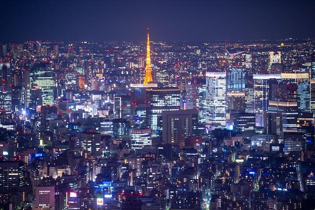 Nacht wazig bokeh licht japan stad kantoorgebouw, abstracte achtergrond