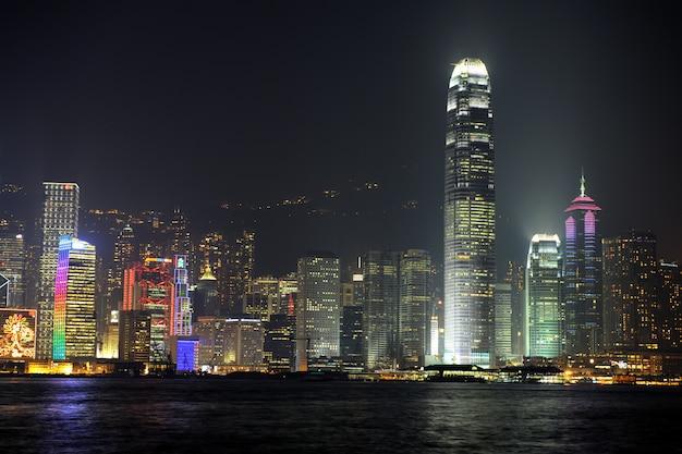 Nachtscène van hong kong, je kunt de vervuiling zien