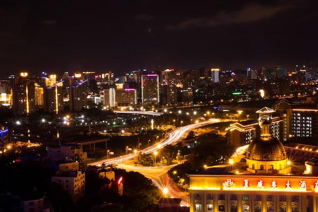 Nachtscène van stad sanya