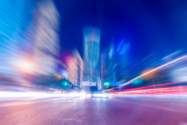 Nachtscène van stedelijke weg in shanghai
