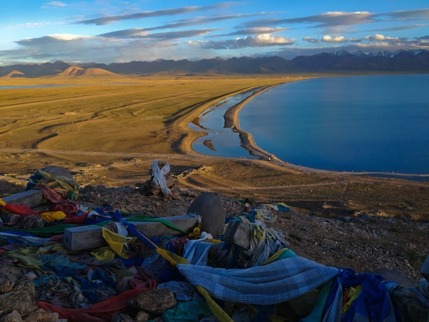 Namtso of lake nam (heavenly lake) is een heilig bergmeer in tibet