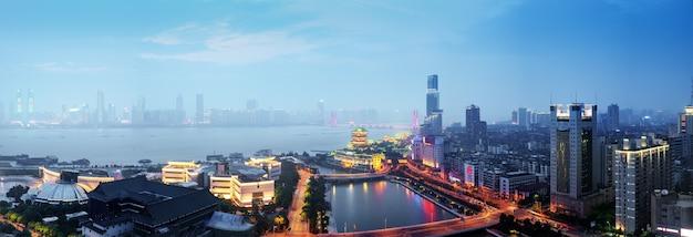 Nanchang tengwang-paviljoen 's nachts, is een van de chinese beroemde oude gebouwen