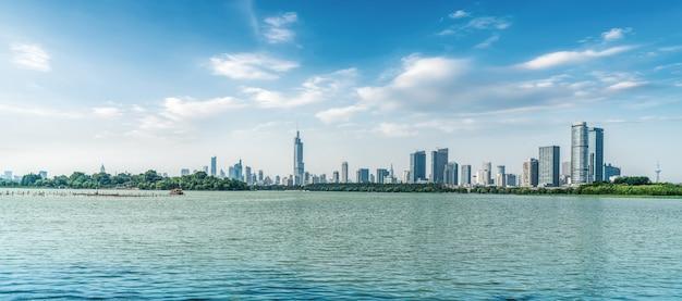 Nanjing lake park en urban architecture landscape skyline