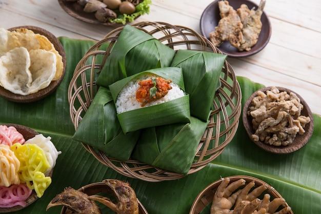 Nasi angkringan indonesisch traditioneel eten
