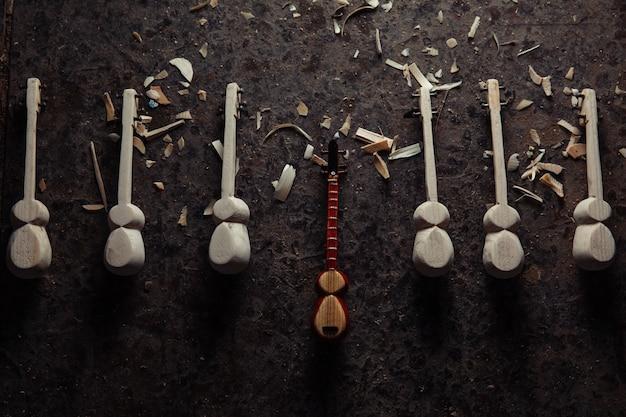 Nationaal houten muziekinstrumentfiguur