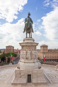 Nationaal monument het vittoriano of altare della patria-altaar van het vaderland op het venezia-plein