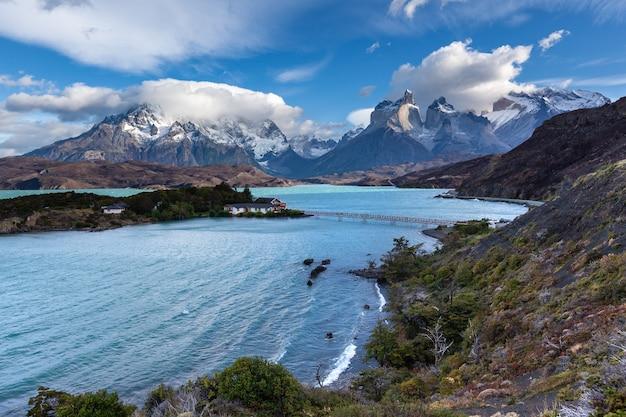 Nationaal park torres del paine. het panorama van het meer van pehoe