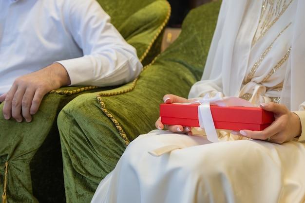 Nationale bruiloft. bruid en bruidegom. bruiloft moslim paar tijdens de huwelijksceremonie. moslim huwelijk.