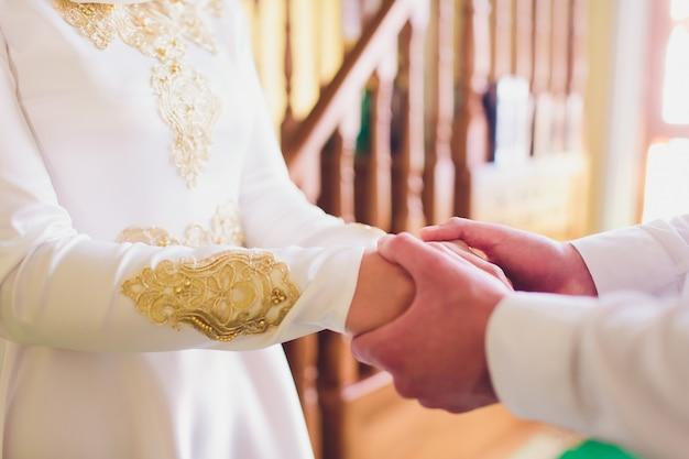 Nationale bruiloft. bruid en bruidegom. huwelijk moslimpaar tijdens huwelijksceremonie. moslim huwelijk.