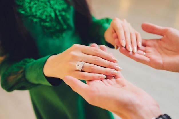 Nationale bruiloft. bruid en bruidegom. moslim bruidspaar tijdens de huwelijksceremonie. moslimhuwelijk.