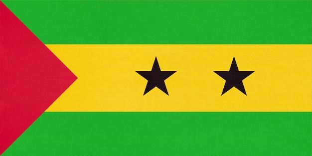 Nationale de stoffenvlag van de republiek san tomé en van principe, textielachtergrond.