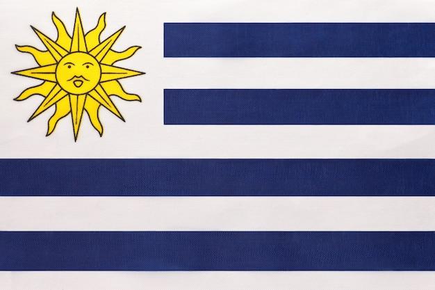 Nationale de stoffenvlag van uruguay, textielachtergrond. symbool van het internationale land van zuid-amerika van de wereld.