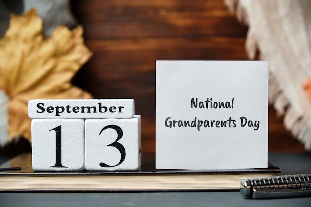 Nationale grootoudersdag met herfstdecoraties