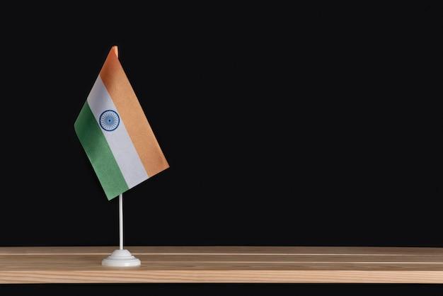 Nationale tafelvlag van india op zwarte achtergrond
