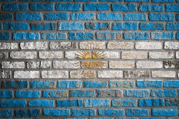 Nationale vlag van argentinië op een oude bakstenen muur