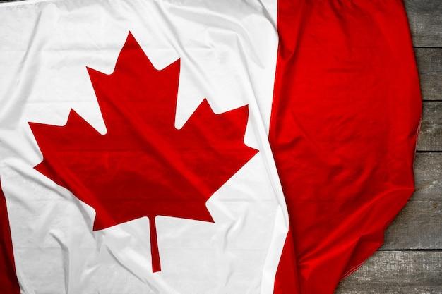 Nationale vlag van canada op houten achtergrond, kopieer ruimte