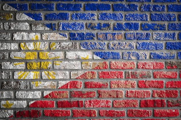 Nationale vlag van filipijnen op een oude bakstenen muur