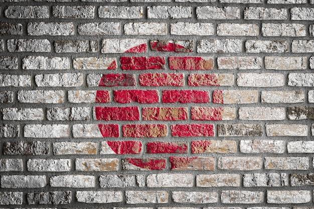 Nationale vlag van japan op een oude bakstenen muur