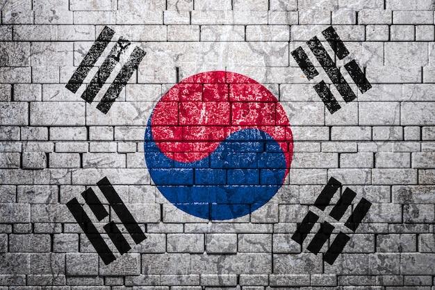 Nationale vlag van zuid-korea op bakstenen muur. het concept van nationale trots en symbool van het land.