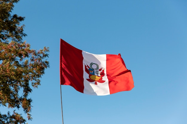 Nationale zijden vlag van peru buiten