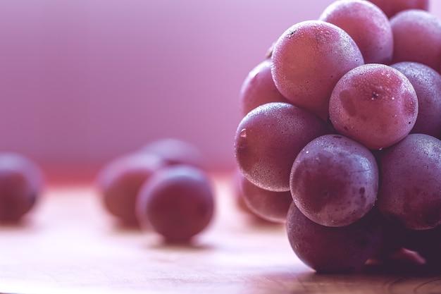 Natte druiven in macrofotografie met vlak uitzicht