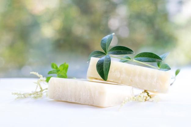 Natural spa zeep met kruiden