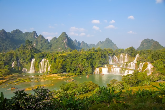 Natuur berg cascade water majestueus park