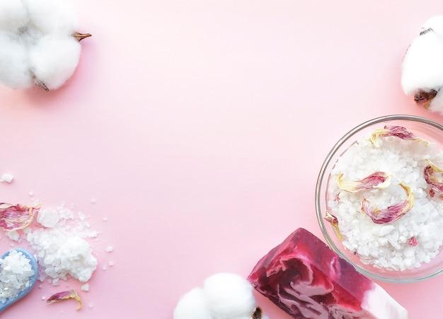 Natuurlijk badzout, handgemaakte zeep. organische producten. spa cosmetica.