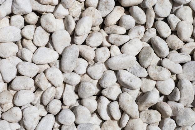 Natuurlijk gepolijste witte rots kiezelstenen achtergrond.