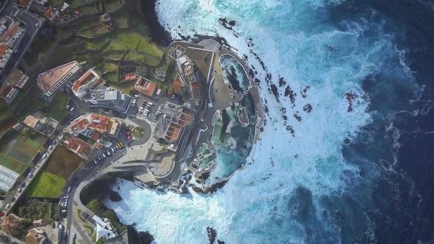 Natuurlijk vulkanisch zwembad in porto moniz