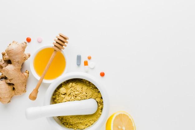Natuurlijke behandeling en apotheek pillen plat lag