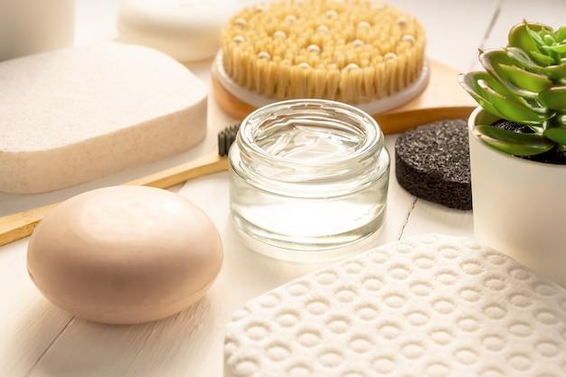 Natuurlijke biologische cosmetische producten en badkameraccessoires