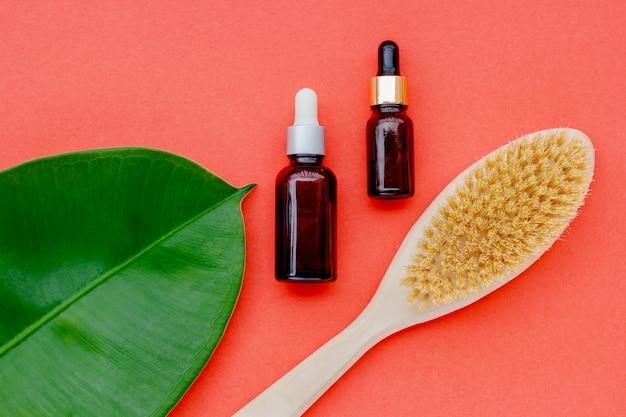 Natuurlijke cosmetica in flessen met een blad