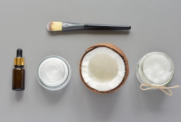 Natuurlijke cosmetica met kokosolie, vochtinbrengende crème, crème, etherische oliën, gezichtscrème.
