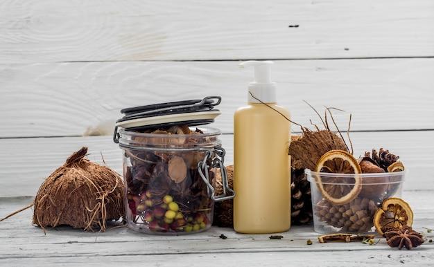 Natuurlijke cosmetica, milieuvriendelijk product, aromatische crème en olie