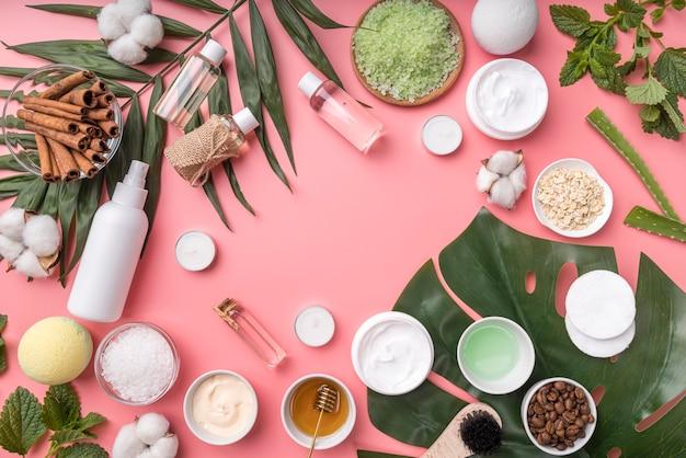 Natuurlijke cosmetica op bureau
