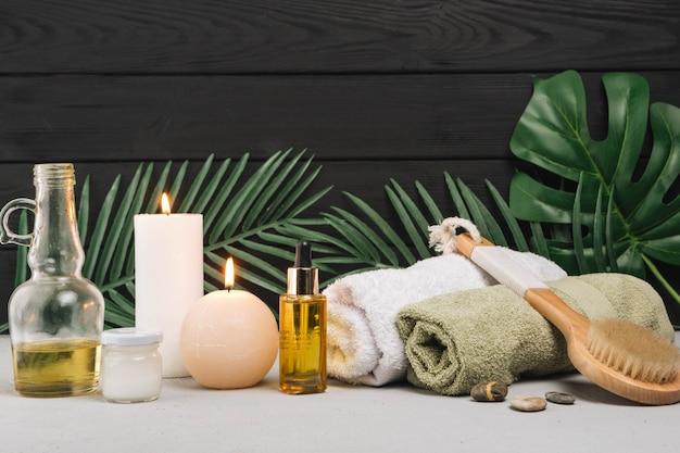Natuurlijke elementen voor spa met kaarsen