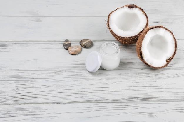 Natuurlijke elementen voor spa met kokosnoot