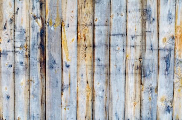Natuurlijke houten achtergrond van een hek planken zonder verf