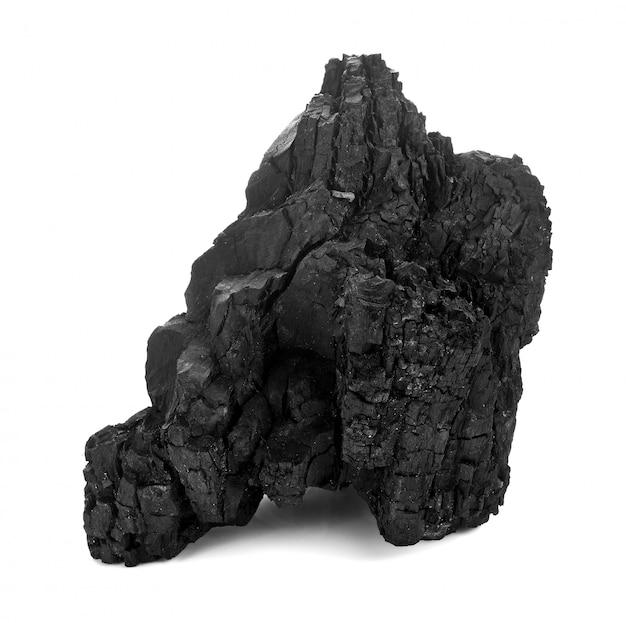 Natuurlijke houten houtskool die op witte, traditionele houtskool of harde houten houtskool wordt geïsoleerd, die op witte achtergrond wordt geïsoleerd