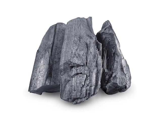 Natuurlijke houtskool. traditionele houtskool of hardhoutskool geïsoleerd