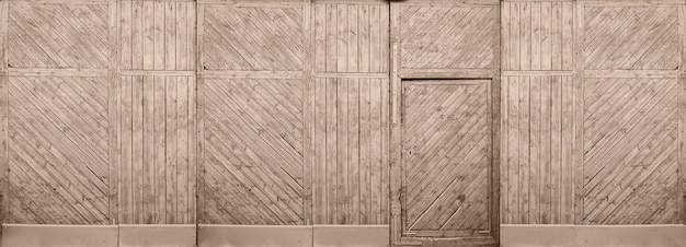 Natuurlijke houtstructuur achtergrond. muur met deur oude houten panelen