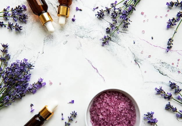 Natuurlijke kruidencosmetica met lavendel