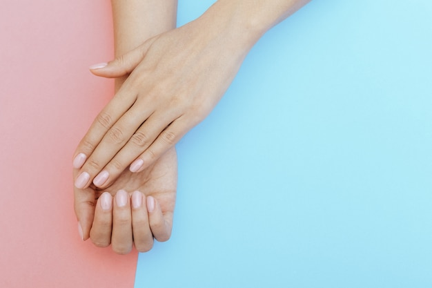 Natuurlijke nagels, gellak. perfecte schone manicure