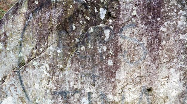 Natuurlijke plaat van leisteen, zandsteen met een prachtig patroon, achtergrond, textuur. sluit omhoog oude en vuile rots of steentextuur, aardachtergrond.