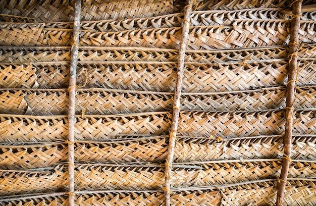 Natuurlijke rieten schutting of muur, ceylon. handwerktextuur, bouwmateriaal in sri lanka