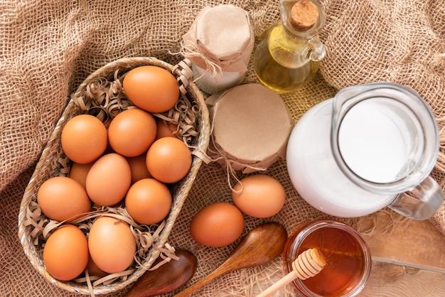 Natuurlijke rustieke producten voor het maken en bakken van brood.