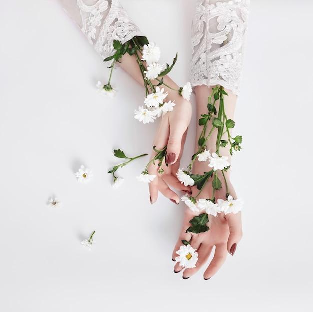 Natuurlijke schoonheid hand cosmetica met bloemen extract