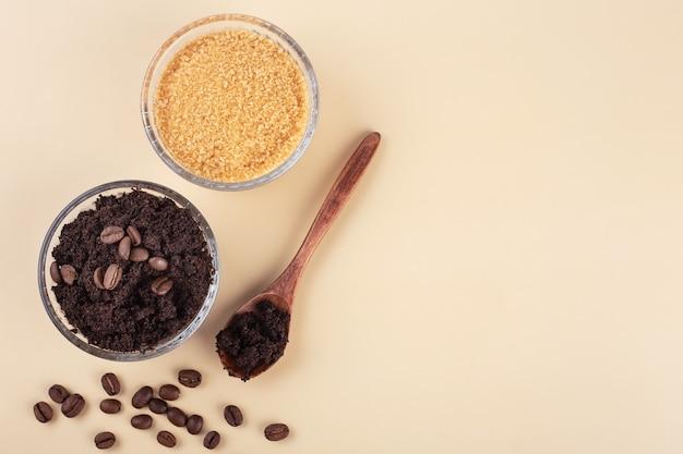 Natuurlijke scrub gemaakt van bruine koffiesuiker